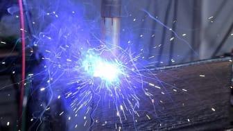 Forskningsprojektet RepLab kan fortsätta utveckla hållbara reparationstekniker med stöd av 8,2 MSEK från Tillväxtverket. I projektet samverkar Högskolan Väst, Chalmers tekniska högskola och GKN Aerospace. Bilden visar additiv tillverkning.