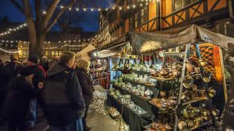 Tre adventshelger kan man titte bak bindingsverksmurene i Quedlinburgs private handelsgate
