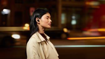 """O seu mundo. Nada mais. A Sony anuncia os novos auscultadores """"True Wireless"""" WF-1000XM4"""