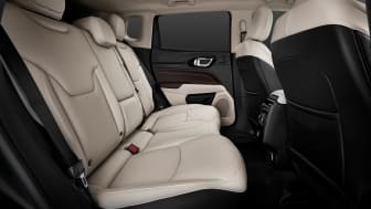 9.  New Jeep� Compass interiors