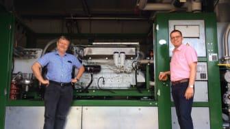 Andreas Uding, Prokurist bei der Sykon GmbH (r.), und Norbert Darnauer, Asset Manager bei Energieservice Westfalen Weser, unterstützen die Energiewende vor Ort.