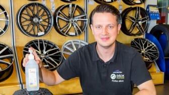 Robert på Däckpartner uppmanar bilister att skifta till vinterhjul i tid.