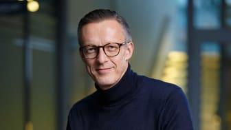 – Varför göra det svårt när access- och säkerhetssystem kan göras enkla med ansiktsigenkänning? frågar sig Stefan Persson, vd för Precise Biometrics AB. Med vår teknik ökar säkerheten medan kostnaderna minskar.