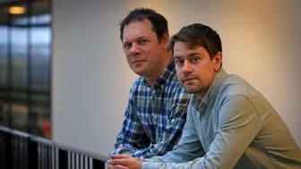 Torbjörn Gräslund och Johan Seijsing jobbar på avdelningen för proteinteknologi på KTH. Foto: Peter Larsson