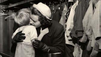 Nordiska museet efterlyser efterlängtade kramar. Foto: Karl Heinz Hernried/Nordiska museet
