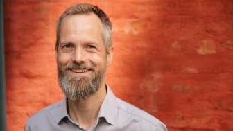 Bår Stenvik har sett inn i en fremtid styrt av utenlandske tekno-giganter. Nå mener han det er på tide å endre kurs. Foto: Åsmund Holien Mo