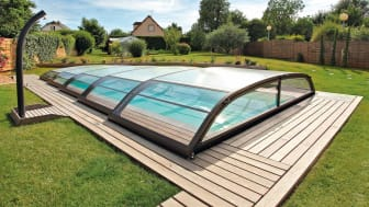 Pool mit Poolüberdachung © Desjoyaux Pools