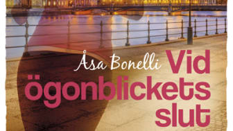 """Malin i romanen har liksom författaren börjat löpträna vid Norr Mälarstrand. """"Det är jag, mina hörlurar och mina löparskor,"""" säger Åsa Bonelli"""