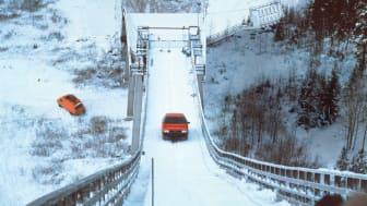 I 1986 kørte en Audi 100 CS quattro op af en 37,5 graders skihopbakke i Finland