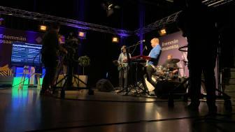 Media-alan opiskelijat striimasivat henkilöstöpäivän hyrialaisten koteihin Riihimäellä sijaitsevan kampuksen studiolta. Päivän esiintyjänä oli muun muassa laulaja-lauluntekijä Osmo Ikonen.