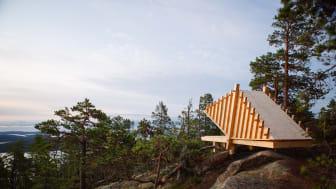 Under Arknat samlas 15  studenter för att utforma och uppföra tre vindskydd i trä som placeras ut längs Skåneleden.