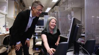 Fredrik Elinder och Malin Silverå Ejneby vid Linköpings universitet forskar om jonkanaler i nervsystemet. Foto: Anna Nilsen/Linköpings universitet