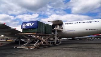 ​Luxembourg Findel Airport: aircraft engine parts are unloaded from the Boeing 747-8F. (Photo: DSV Panalpina)
