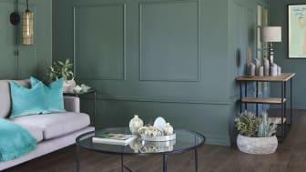 Med vakre lister på veggene innbyr fargen Stillhet FR1466  til en elegant og raffinert stil.  Foto: Sveinung Bråthen