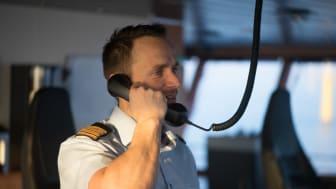 """""""Det er ikke stillingsbetegnelsen, der afgør, om man har indflydelse i ESVAGT. Initiativ belønnes, og det er en klar styrke i jobbet"""", siger Peter Bay, kaptajn på 'Esvagt Faraday'"""