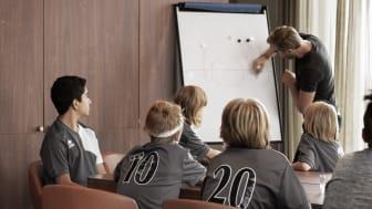 Gjennom det nye fordelsprogrammet Scandic Sports, kan treneren bo gratis når laget er på tur.