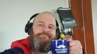 Andreas i Nonfood & Kolonial satsade på bra hörlurar och en kopp kaffe!