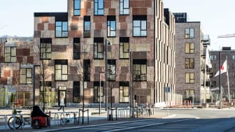 Ressourcerækkerne i Ørestad Syd på Amager er bygget med brugte mursten fra Carlsberg og overskydende træ fra Metro-byggeriet. Dermed er der sparet ressourcer og betydelige mængder CO2 i opførelsen i forhold til traditionelt byggeri.