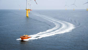 STB 12 is generally generously equipped. Everything on the vessel has full redundancy. As an example, there are two bow thrusters for full motor redundancy and for assistance with further manoeuvrability when mooring at the offshore wind turbine.
