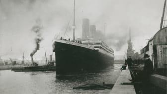 RMS Titanic lämnar Southampton © Claes-Göran Wetterholms arkiv