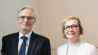 Sydänliiton kunniapuheenjohtajaksi kutsuttu Matti Uusitupa ja Sydänliiton puheenjohtaja Paula Risikko