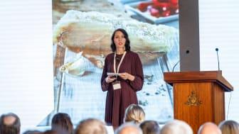 Sjømatrådets Ingrid Kristine Pettersen forteller forsamlingen om status i det globale klippfiskmarkedet.
