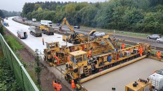 Zwischen den Anschlussstellen Lohne/Dinklage und Bramsche wird eine ARGE aus STRABAG und JOHANN BUNTE die A 1 ab Februar 2021 auf sechs Streifen ausbauen. (Copyright: STRABAG)