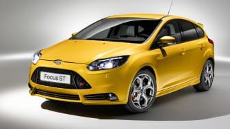 Produktionsmodellen av den globala prestandabilen Ford Focus ST premiärvisas i Frankfurt tillsammans med nya ST kombi för Europa-marknaden