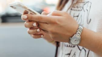 """Har du fått en mistenkelig SMS fra """"Elkjop""""? Da kan du trygt slette den. Foto: Unsplash.com"""