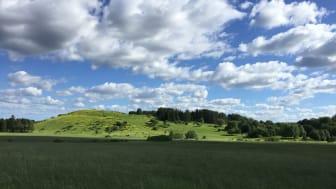 Granholmstoppen är en konstgjord kulle med utsikt över Järvafältet. Här ligger prisbelönta aktivitetsparken Järva DiscGolfPark, och här vill Stockholms stad anlägga en begravningsplats.