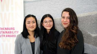 Årets vinnare av WIN WIN Youth Award: Mina Shabbaki, Nina Lam och Görkem Ölmez