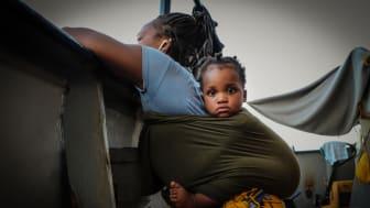 En dryg vecka efter att de räddades på Medelhavet fick den här mamman och hennes barn gå i land på Sicilien. Bild Hannah Wallace Bowman/Läkare Utan Gränser