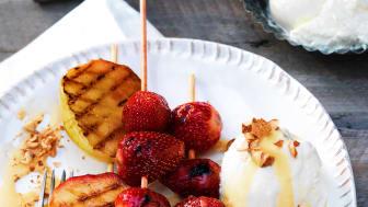 Kolasås och fruktspett