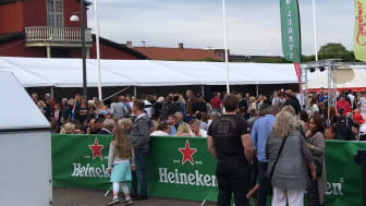 En bild från restaurangtorget inne i Lidköpings centrum