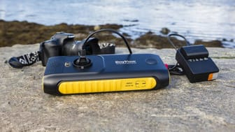 Powerbanken är perfekt vid resa,  camping eller jakt.
