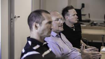 Tommy Lundekvam (i midten) leder Trainorteamet som skal gjøre Hafslund Netts instrukser om til e-læring. Her flankert av Tommy Nerseth (t.v) fra Hafslund Nett, og kreativ leder i Trainor, Kåre Vegar Sund.