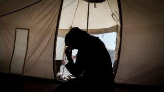 """""""Zahra"""", änka och mamma till sex barn, sitter i ett läger för internflyktingar. ©Amnesty International"""