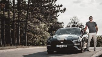 Kiss Gergely és az új Mustang