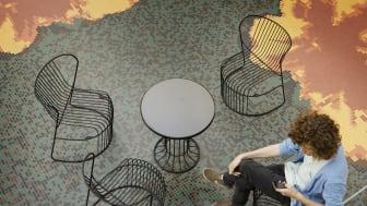 Stolen Kaskad firar 10 år i samband med Paris Design Week och blir ett bestående inslag i slottsträdgården på Svenska Institutet.