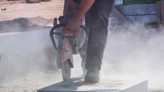 Farligt damm andas in på arbetsplatser