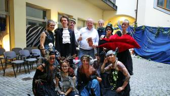 Sommertheater im Webers Hof - Darsteller (TheaterPACK) und Initiatoren (Torsten und Tobias Grahl, Gasthaus Barthels Hof )