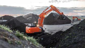 För att skydda såväl förarna som maskinen från potentiella risker erbjuder Hitachis nya grävmaskin Zaxis-7 en överlägsen sikt över arbetsplatsen.