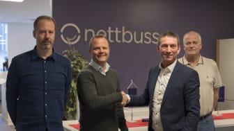 Fra venstre Hans Petter Sundberg, teknisk direktør i Nettbuss AS, Øystein Gullaksen, regiondirektør Hordaland Nettbuss AS, Dagfinn Heitmann, områdesjef for IVECO BUS i Norge, Sverige og Finland, og Jens Arne Flåan, flåtesjef i Nettbuss AS.