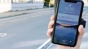 Når du har lastet ned den nye varslingsappen «VarselLuftNå» får du beskjed på mobilen når luftkvaliteten er dårlig – helt gratis! Foto: NILU
