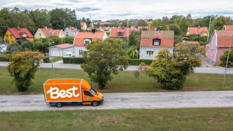 En ny undersökning från Best Transport visar att det är kläder som svenskarna främst handlar online idag snarare än i fysisk butik