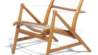 Helge Vestergaard Jensen: Meget sjælden, skulpturel lænestol med stel af teak. Sæde, ryg samt armlæn udspændt med nylonsnor. Vurdering: 60.000-75.000 kr. Hammerslag: 280.000 kr.