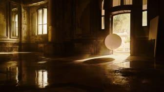 Fortryllende ny Sony BRAVIA kampagnefilm invaderer et forladt kasino med 4000 balloner fyldt med glitter