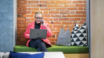 Lahcene Chellig, affärsrådgivare på Nyföretagarcentrum, konstaterar att Skellefteåborna kläcker idéer som aldrig förr. Hans uppgift är att hjälpa till att realisera drömmarna. Foto: Patrick Degerman.