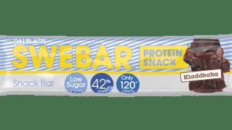 Swebar Snackbar Kladdkaka innehåller lika mycket protein som en proteinbar i originalstorlek, men bara 120 kalorier och 0,3 gram socker. En liten bar med stor smak!