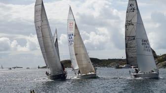 I Kyrkesund får publiken närkontakt med deltagarna i Tjörn Runt by COWI